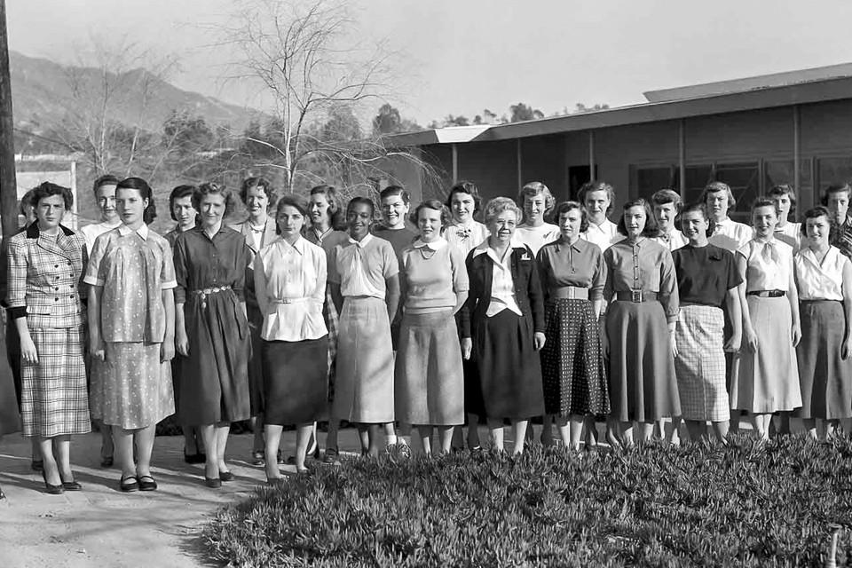 Calculateurs humains du Jet Propulsion Laboratory, 1953 (sur cette photographie, figure Janez Lawson, première femme afro-américaine recrutée au JPL dans un poste technique) © NASA/JPL-Caltech