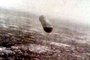 Une des 82 photographies prises, à la demande du centre de contrôle radar local, par le pilote, adjudant de l'armée de l'Air italienne, Giancarlo Cecconi depuis son avion Fiat G-91R, le 18 juin 1979, vers 11h30, au-dessus de l'aéroport de Trévise. L'avion disposait de 4 appareils photographiques dans son nez. (Sources : A. Chiumento, Extra terrestres : 54 témoignages en majorité inédits en France et dans le monde, Editions du Dauphin, 2007 ; M.Orlandi, enquête du CISU).